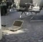 Laptop eksploduje na lotnisku!