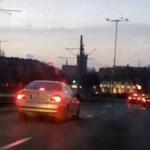 Agresywny burak w srebrnym BMW