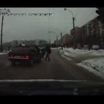 Kierowca WJECHAŁ w przechodniów!
