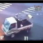 Roztrzaskał się o ciężarówkę... I PRZEŻYŁ!