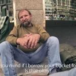 Trzej niemieccy studenci zaskoczyli bezdomnego