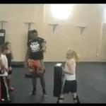 Trening z małą dziewczynką