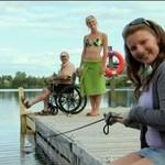 Kaleka wpada do jeziora!