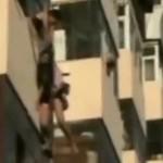 Chciała wyskoczyć przez balkon - przypadkowy mężczyzna ją uratował!