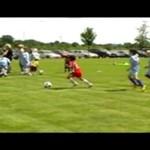 Mały Noah rośnie na nadzieję piłki nożnej!