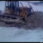 Ciężki sprzęt załamał lód!