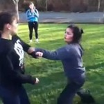 Agresywne Azjatki piorą się na trawniku