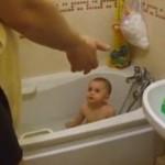 To dziecko uwielbia się kąpać!
