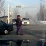 Auto potrąciło policjanta