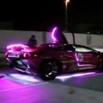 Hologramowy samochód na ulicach Tokio