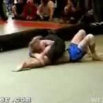 Wrestler złamał rękę