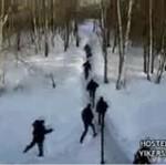 """Ruscy nacjonaliści podczas ataku na """"wroga"""""""