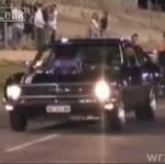 Chciałbyś zobaczyć, jak to autko pali gumę?