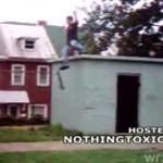 Skater skoczył z dachu