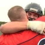 Żołnierz wrócił z wojska... Zaskoczył syna na meczu!