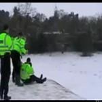 Brytyjscy policjanci PO PRACY