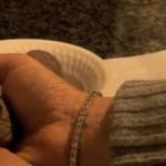 Jak rozbijać orzechy dłonią?