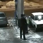 Idiota na stacji benzynowej - O MATKO...