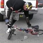 50-latek wymiata na BMX-ie