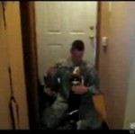Żołnierz wraca do domu - zobaczcie, jak cieszył się jego pies!