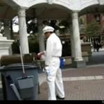 Wyluzowany chiński sprzątacz