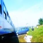 Kobieta wpakowała się pod pociąg! Reakcja świadków - bezcenna!