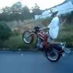 Chciał się popisać na motocyklu...