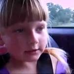 Dziewczynka śpiewa o jaraniu trawy!