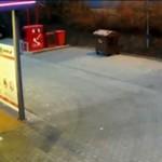 Umył konia... na stacji benzynowej!