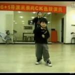 Dzieciak tańczy hip-hop! JEST BOSKI!