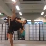 Niesamowite umiejętności gimnastyczne