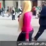 Studenci w Kairze na widok blondynki