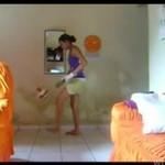 Dziewczynka kopie piłkę jak Ronaldinho!