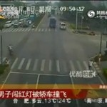 Azja - motocykliści wpadli pod samochód!