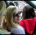 Trzy dziewczyny testują nagłośnienie