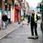 Rozładowywanie ciężarówki z kegami po irlandzku