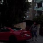 Wandal rysuje samochody w Kielcach!