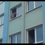 Skok z drugiego piętra - WARIAT!