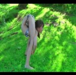 Czy ta dziewczynka nie ma kości!?