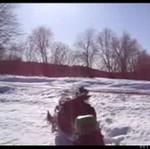 Kolejny ryzykant na skuterze śnieżnym