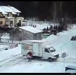 Kierowca ciężarówki walczy z zimą!