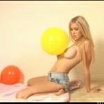 Ta laska nie obrazi się, gdy powiesz, że ma fajne balony (18+)