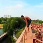 Rosjanie skaczą z mostu!