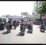 Przejście dla pieszych w Indiach - koszmar!