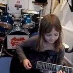 Ośmioletnia mistrzyni gitary