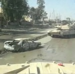 Przejechał czołgiem po samochodzie -pułapce