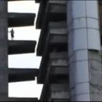 Mieszkają w opuszczonym wieżowcu!
