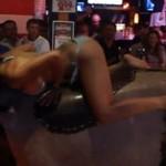 Seksowne dziewczyny ujeżdżają byki!