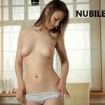 Piękna amatorka z naturalnymi walorami (18+)