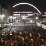 Fani opuszczają stadion po meczu Anglia vs Brazylia